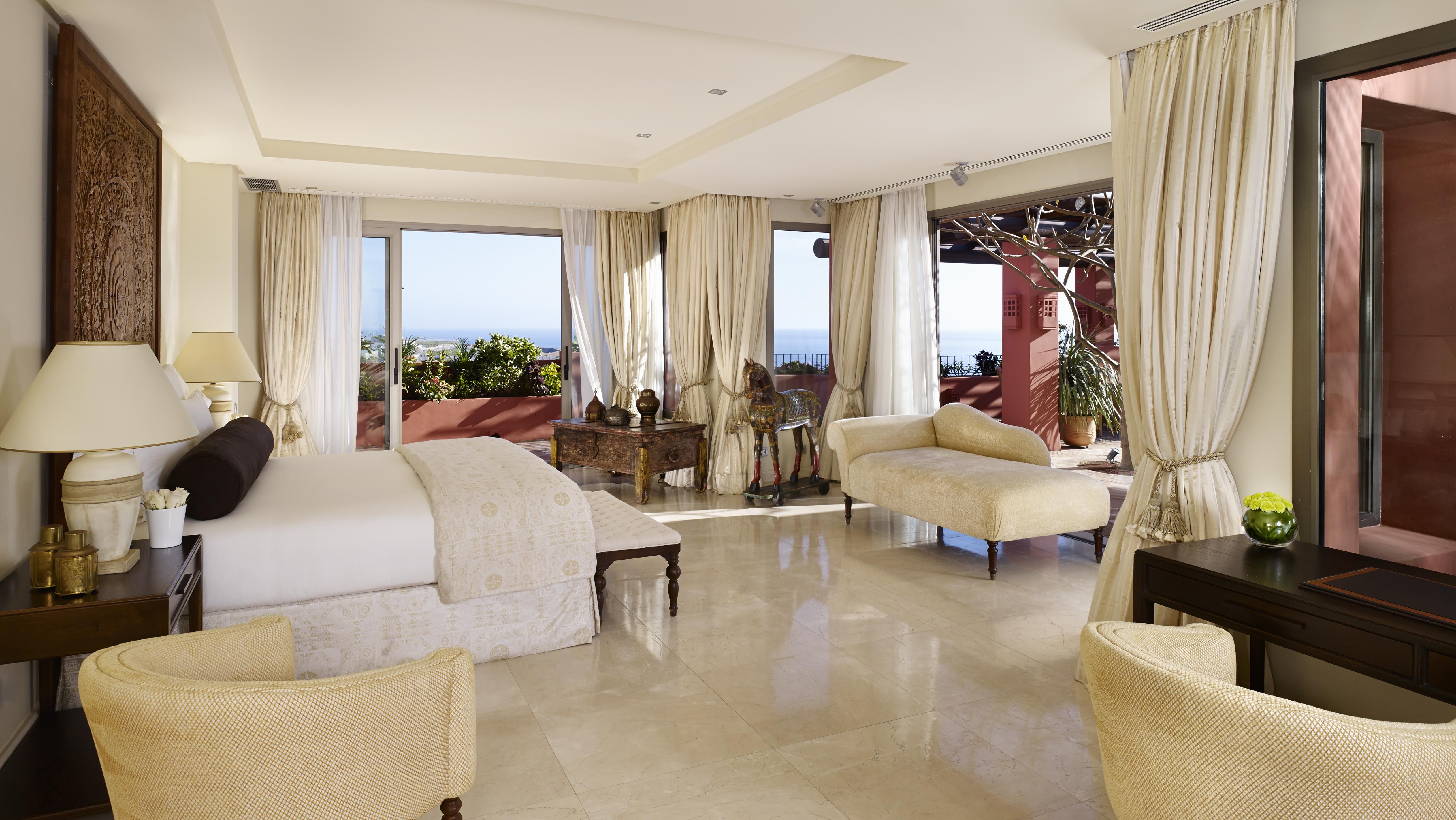 imperial_suite_master_bedroom
