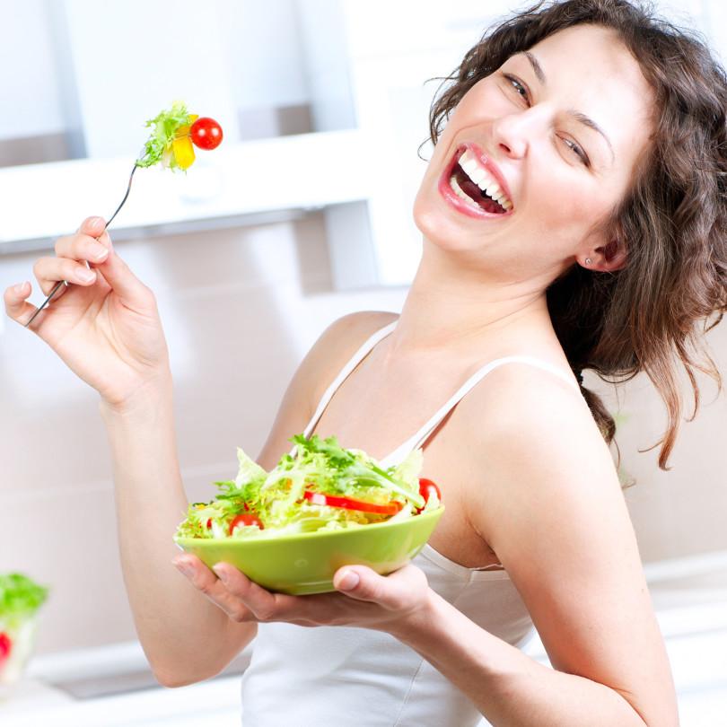 woman-salad-laugh-diet-810x810