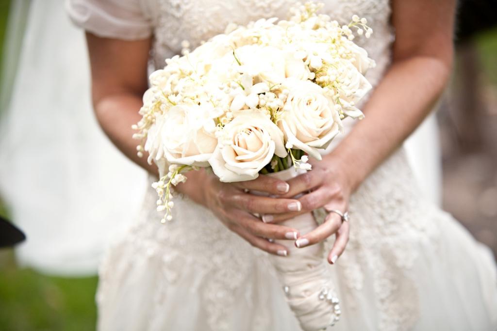 white-bridal-bouquet.original