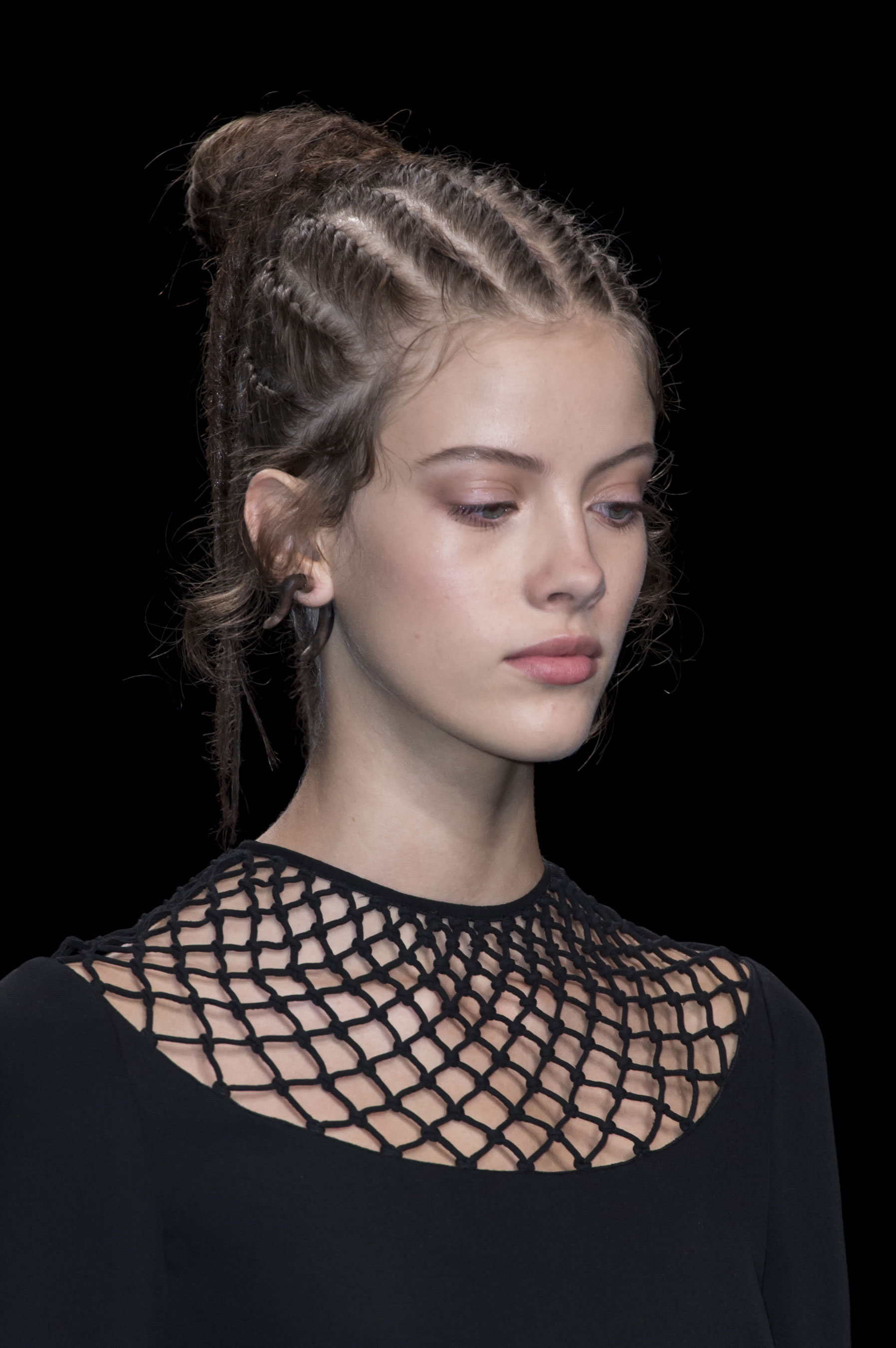 valentino-spring-2016-runway-beauty-fashion-show-the-impression-08