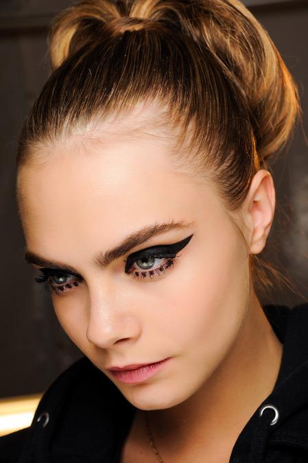 cat-eyeliner-anna-sui