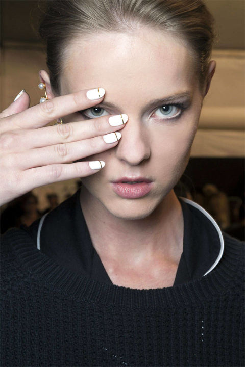 54bc30edac538_-_hbz-trends-ss2015-runway-nails-fetherston-bks-m-rs15-1103-lg