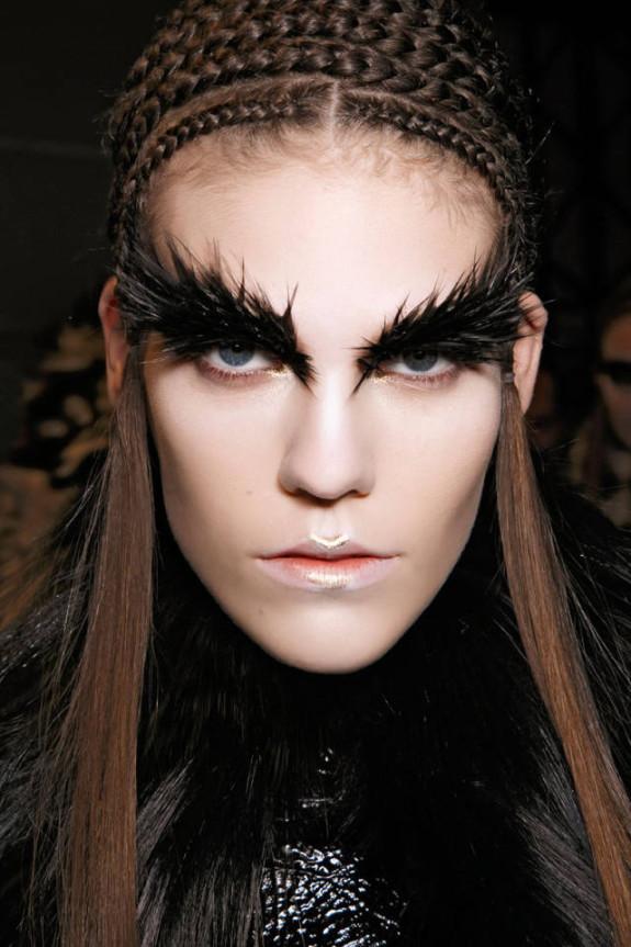 hbz-halloween-makeup-McQueen-bbt-F14-014-6945519-sm